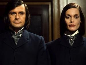 Dr Jekyll & Sister Hyde33