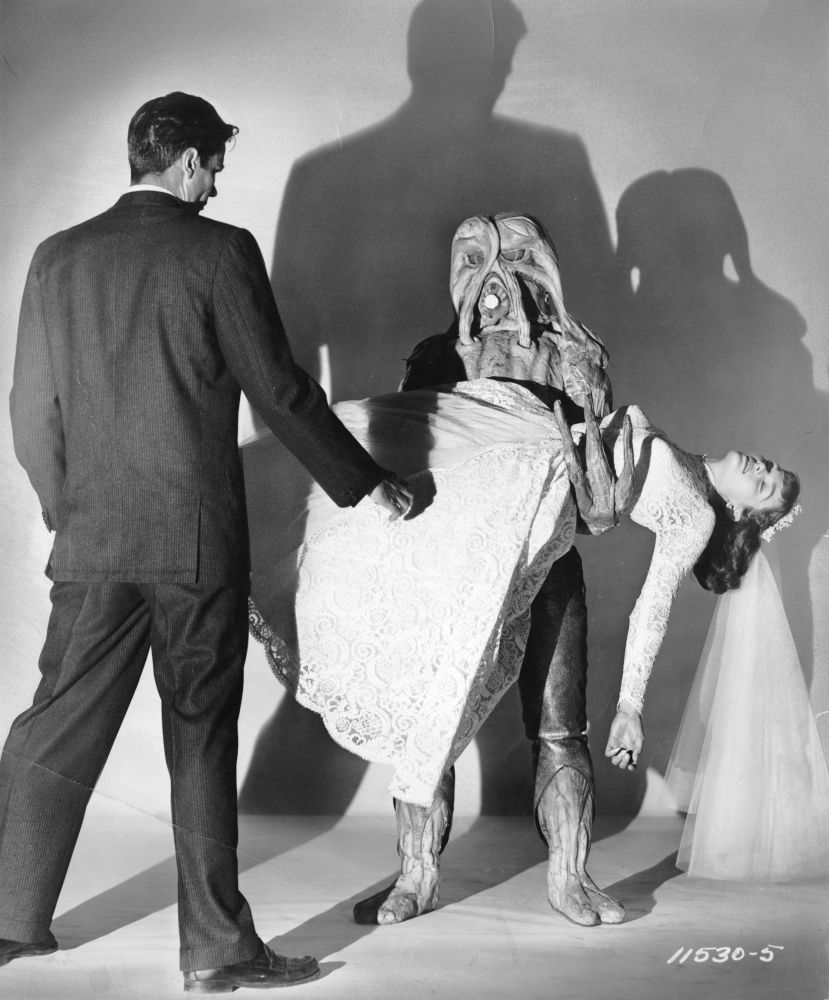i_married_monster_from_outer_space_02